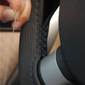 Оплетка руля со шнуровкой из перфорированной эко-кожи M OE001
